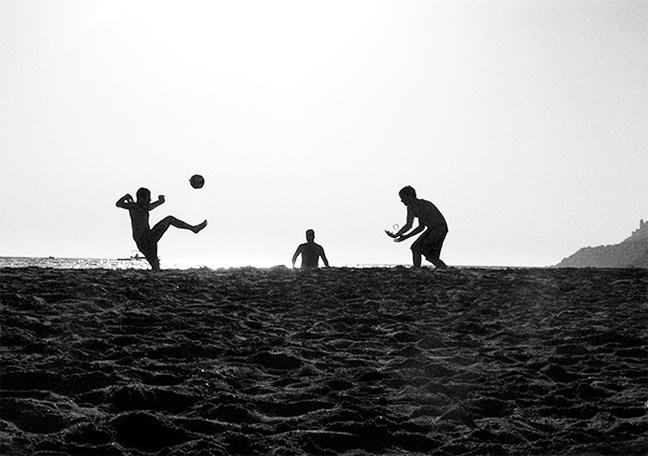 fotbal-pe-plaja